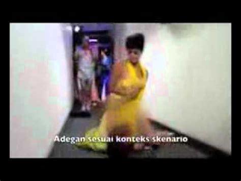video jupe vs dewi persik mandi video jupe vs dewi persik berantem youtube