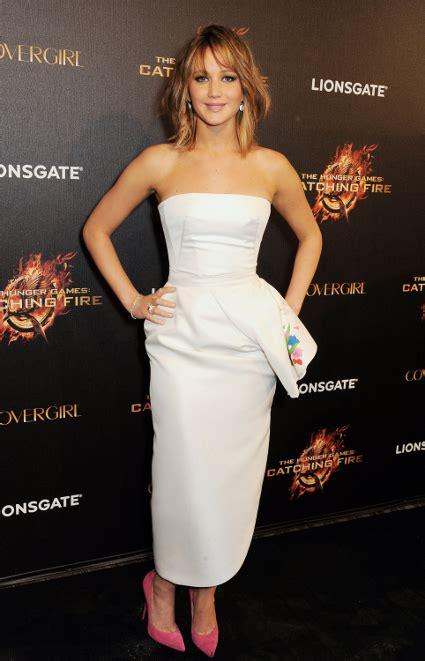 Katniss Dress Midi in a strapless white midi dress for
