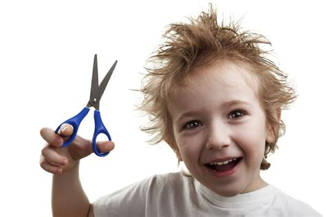 cutting boy hair with scissors coupe de cheveux gar 231 on id 233 es pour les petits messieurs