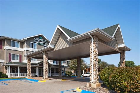 cabela s boat center prairie du chien country inn suites by radisson wisconsin great river road