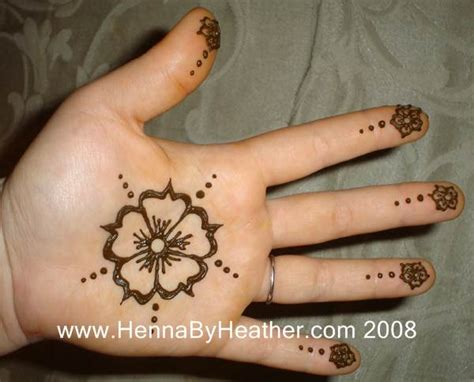 henna tattoo hand flower 113 simple flower center henna