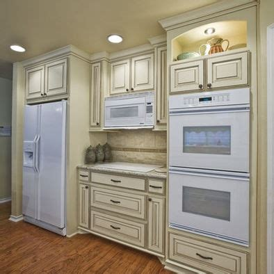 White Kitchen Cabinets With Glaze The Glazed Cabinets The White Appliances Kitchen White Glazed