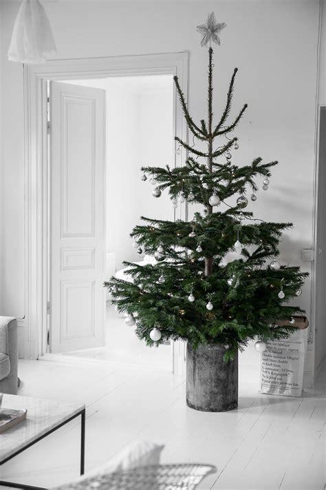 miraculous indoor minimalist christmas decorations ideas less is more een minimalistische kerst roomed