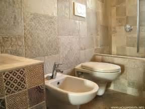 bagni piastrellati pi 249 di 25 fantastiche idee su bagni piastrellati su