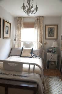 Few useful decorating ideas for small bedrooms