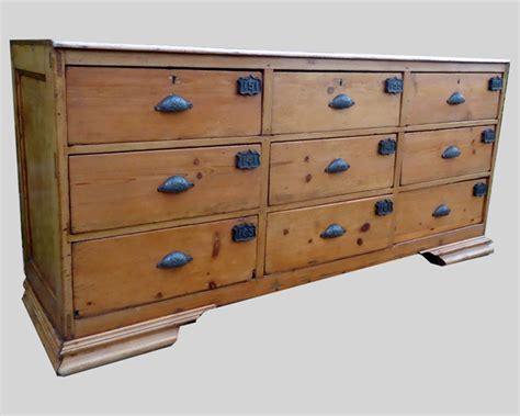 Ancien meuble de métier à 9 grands tiroirs