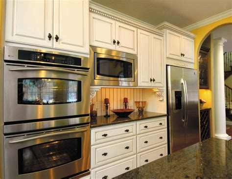 starmark kitchen cabinets starmark cabinetry kitchen in maple finished in ivory