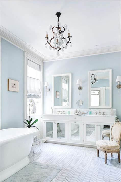 pale blue bathroom en iyi 17 fikir light blue bathrooms pinterest te banyo