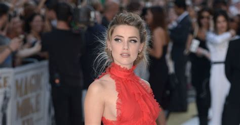 amber heard news pictures and videos e news amber heard appears to criticise jk rowling after johnny
