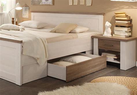 bett weiß landhaus de pumpink schlafzimmer wandfarbe ideen