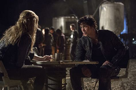 when will season 2 of the the 100 come out on netflix the 100 season 2 episode 6 images kane and jaha face off