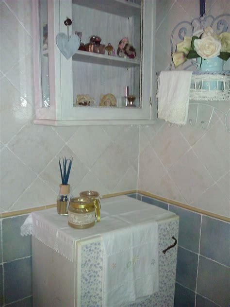 mobiluccio per bagno bacheca per il bagno in stile shabby chic il