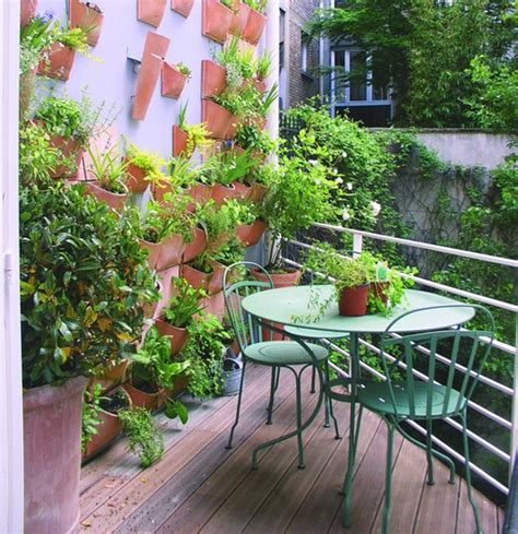 25 Minimalist Balcony Gardens House Design And Decor Balcony Wall Garden