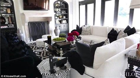 khloe kardashian home interior khloe kardashian brings camera to her thanksgiving dinner living rooms tvs and room