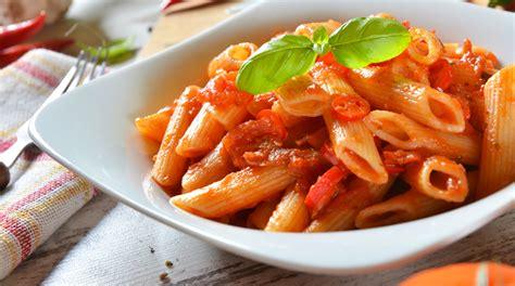 pasta sedano ricetta mezzepenne al pesto di sedano con peperoni