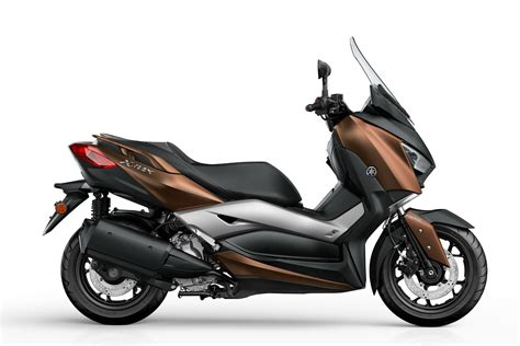 yamaha introducing   max  scooter autoevolution