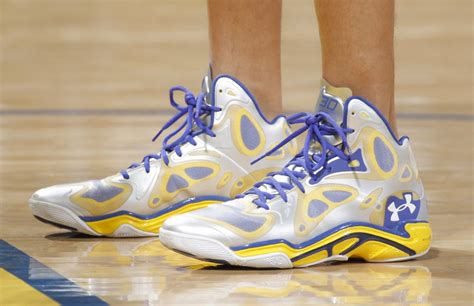 brandon armour basketball shoes stephen curry s armour anatomix spawn pe up