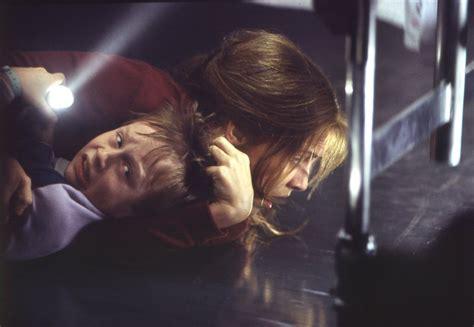 darkness falls bathroom scene augenblick filmkritik der fluch von darkness falls 2003