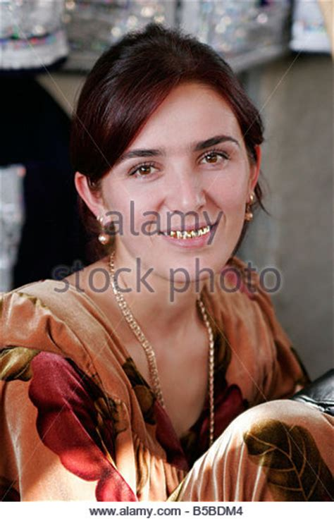 women uzbek stock photos women uzbek stock images alamy woman golden teeth uzbekistan stock photos woman golden
