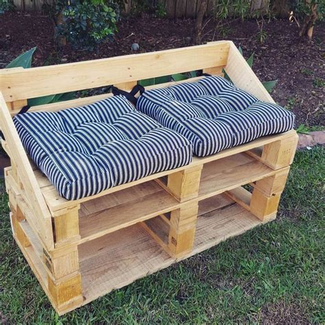 25 best pallet seating ideas on pallet outdoor pallet chairs and outdoor top 25 best pallet chairs ideas on pallet furniture pallets and brown outdoor