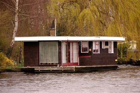 vergunning woonboot woonboot stock afbeelding afbeelding bestaande uit living