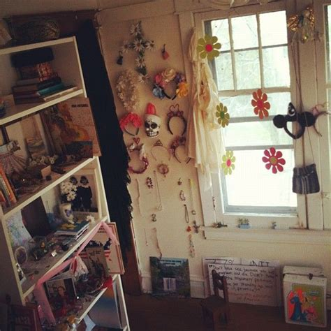 scathingly brilliant granny chic revisited tavi gevinson s room is ideal casa pinterest room