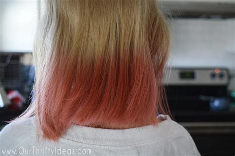 coloring hair with kool aid how to dye your hair with kool aid an easy way to add