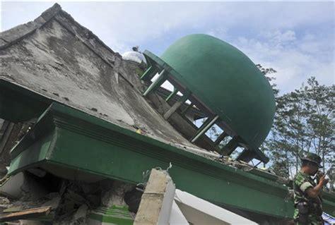 earthquake java today strong earthquake rocks indonesia s java island