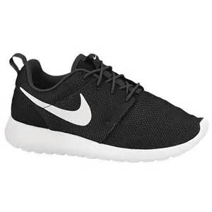 Home back to search results nike roshe run women s