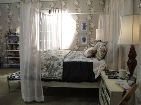 pll bedrooms can we have spencer s bed canopy pll spencer s