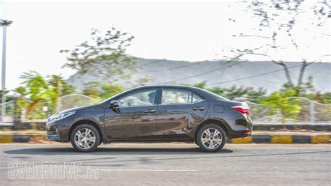 Toyota Corolla Altis Vs Hyundai Elantra 2017 Toyota Corolla Altis Petrol Automatic Vs 2016 Hyundai
