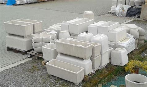vasi in resina bianchi crear arredo esterni e giardino vasi fioriere