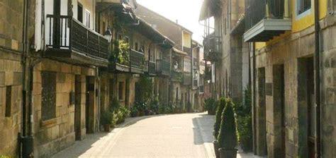 apartamentos la villa de piedra apartamentos en cartes cantabria