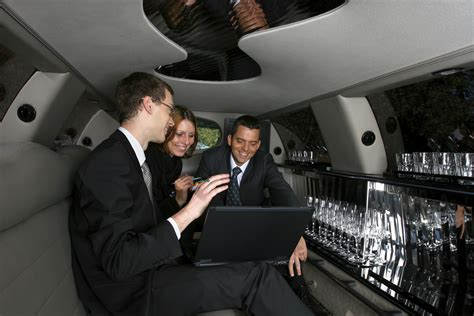 Corporate Limousine Service by Impress Your Clients With Corporate Limo Services
