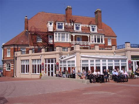 pier hotel file pier hotel and public house 12th june 2009 jpg