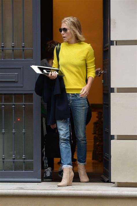 where is kelly ripa moving to in nyc 2014 kelly ripa leaving her apartment 01 gotceleb