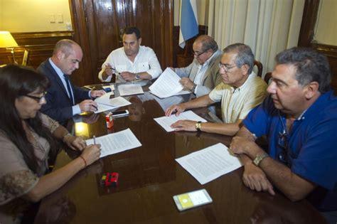 se firmaron acuerdos paritarios con cinco gremios en torno qu 233 dice la cl 225 usula gatillo en los acuerdos salariales