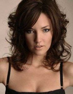 above shoulders layered hairstyles for wavy slighty curly hair with bangs 1000 images about hair on pinterest bun hairstyles