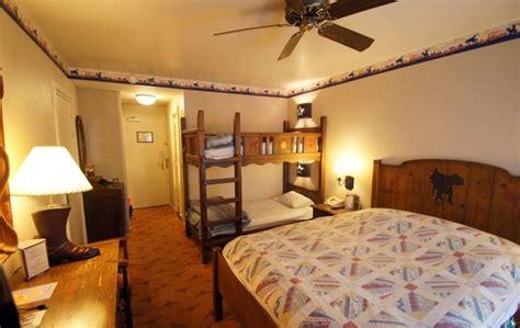 chambre hotel cheyenne l h 244 tel cheyenne once upon a disneyland
