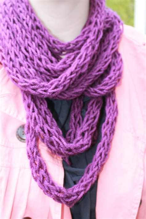 how to finger knit a scarf tutorial and patterns stitch