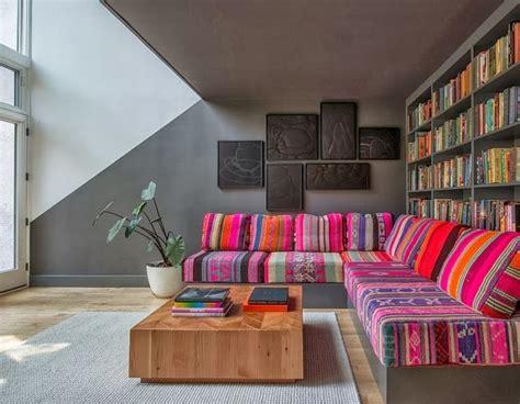 sofa farbig como decorar salas coloridas