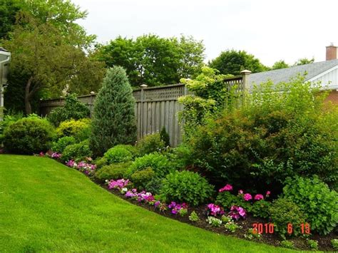 Fence Line Garden Ideas Stunning Privacy Fence Line Landscaping Ideas 92 Amzhouse