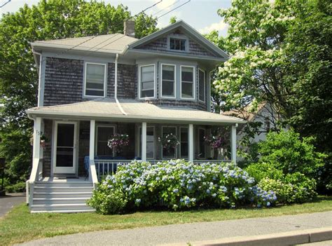 cape cod housing style small and beautiful cape cod style houses with front porch