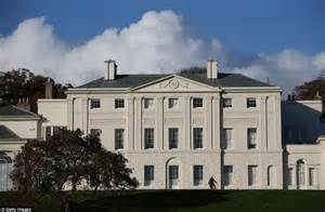 kenwood house which houses masterpieces by rembrandt and
