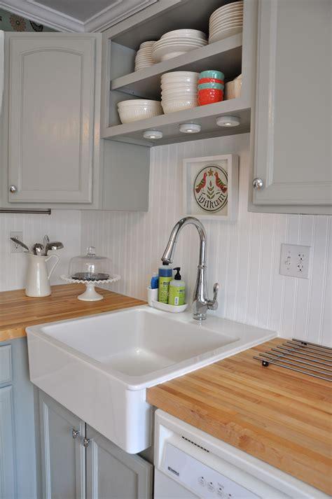 kitchen beadboard backsplash white beadboard backsplash with my light grey cabinets and