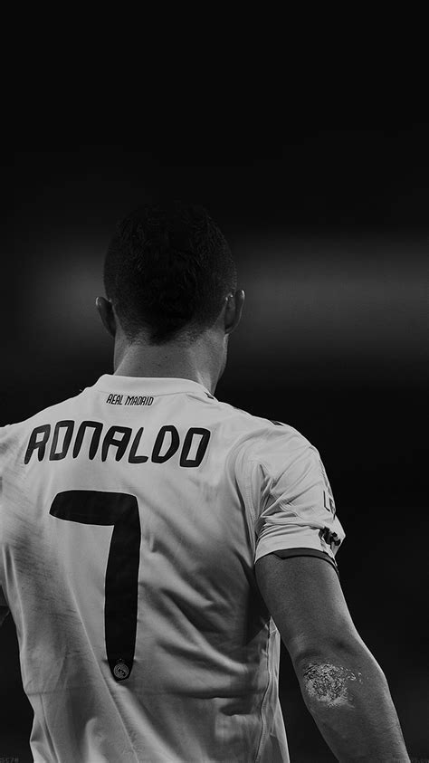 hc75-cristiano-ronaldo-7-real-madrid-soccer-dark - Papers.co