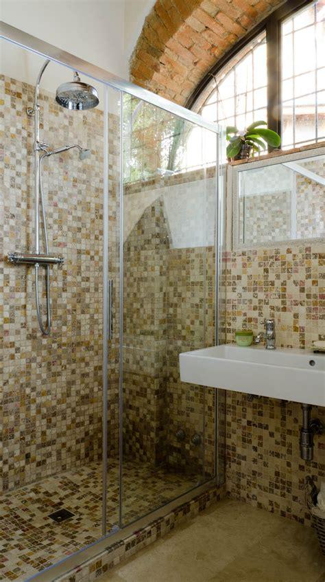 rivestimento doccia in pietra rivestimenti in mosaico per box doccia mosaici bagno by
