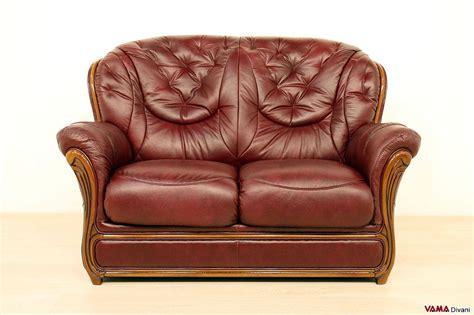 divani due posti offerte divano 2 posti classico con finiture in legno in offerta