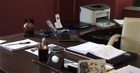 scrivania ordinata una scrivania ordinata 232 segno di una societ 224 che funziona