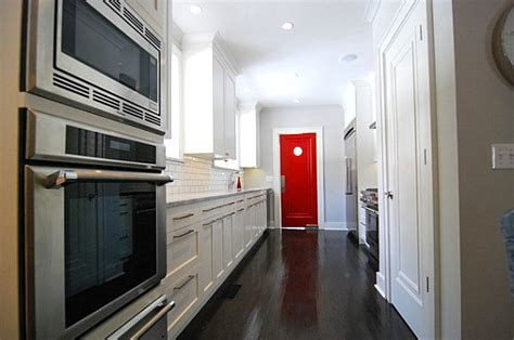 door swings shut how to decorate with shades of red